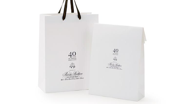 日本上陸40周年、ブルックス ブラザーズの限定ショッパーとシャツバッグ【ひと言ニュース】