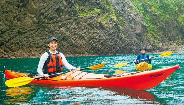 シーカヤックで巡る、南伊豆の「洞窟探検ツアー」が面白い【プレミアム・アウトドア】