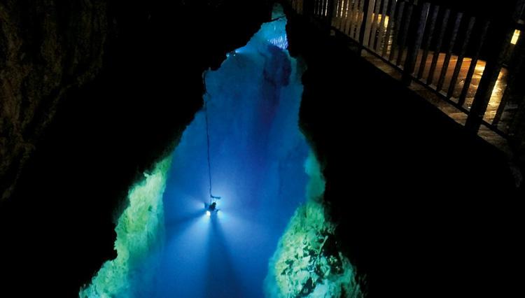 【プレミアム・アウトドア】道なき洞窟を探検する「ケイビング」が人気。その魅力は?
