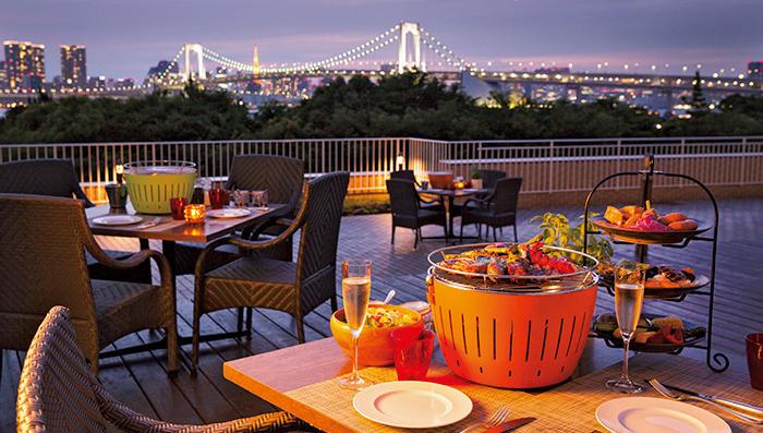 晩夏の夜は高級ホテルの屋外ディナーが最高に気持ちいい!【オススメプラン5選】