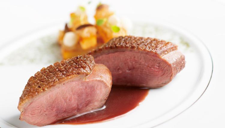 フランスが誇る人間国宝シェフの料理が東京で味わえるとは!