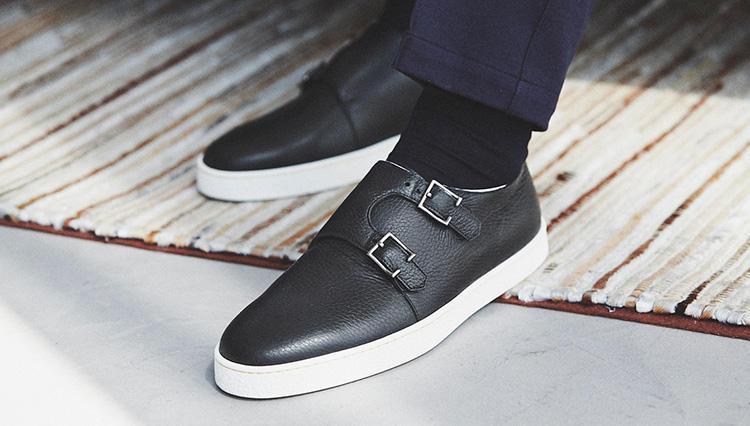 「休日の足元」を格上げする快適靴の条件とは?