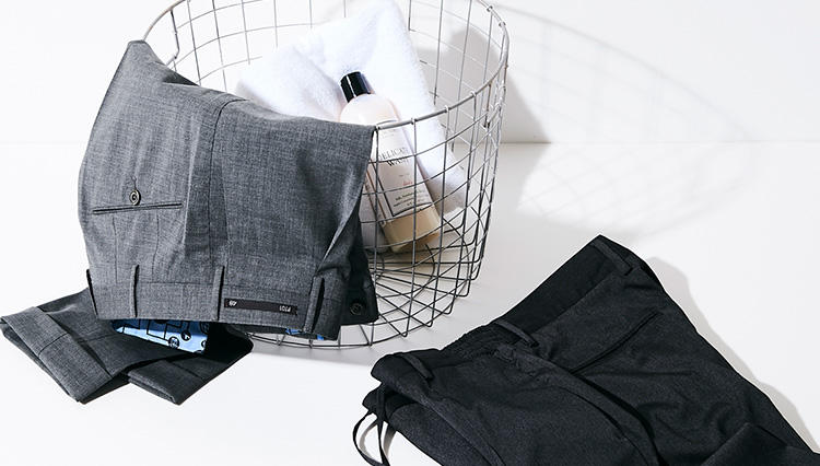 「クリースが取れない」撥水ドレスパンツ、雨の日や出張時にあると便利です【快適クールビズ #02】