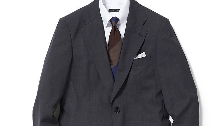 商談の胸元、いつものグレースーツの中はどう変える?【スーツの着回し1週間チャレンジ!/麻布テーラー編#4】