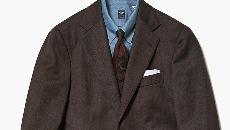 ブラウンスーツに似合うのは、こんなシャツ!