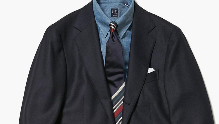 こんなネクタイをすると、いつもの紺ブレが今年風に変身!