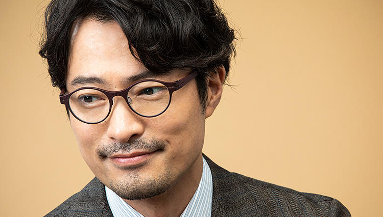 【JINS Design Project】で考察する、ビジネスマンこそメガネは「メタルフレーム」がいい理由