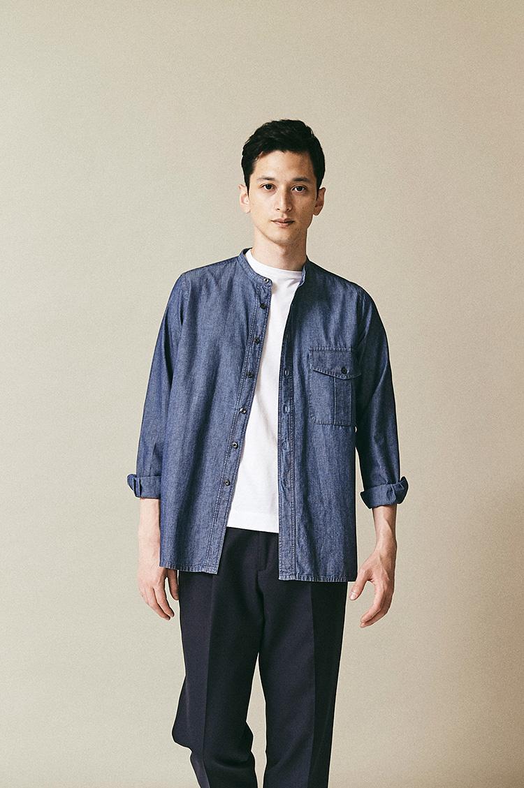 <p><strong>マテウッチィ</strong><br /> イタリアの某大御所ブランドのシャツを手掛けてきたCIT社が自社ネームを変更。モード的な感性をカジュアルシャツに込め、シャンブレーのバンドカラーシャツをリリースしている。ダブルステッチのワーキングスタイルに、黒ボタンを使ったモダンなエレメント。裾もスクエアでシャツジャケット風に羽織ることがで着る。2万円(トレメッツォ) </p>