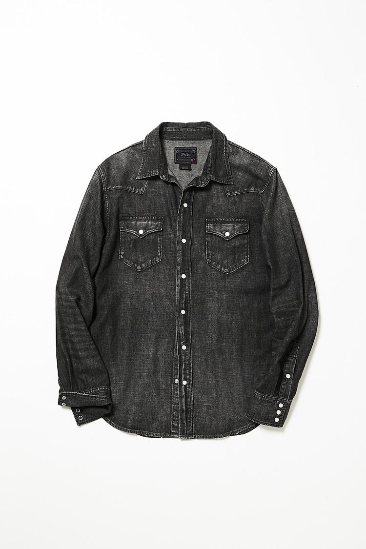 <p><strong>ポロ ラルフ ローレン</strong><br />ブラックデニムのウエスタンシャツは、縫い目などに表れたアタリのおかげで、羽織るだけで洒落感が出る便利アイテム。比較的、ゆとりのあるシルエットも今どき。余裕があるため、薄手のニットの上からも羽織やすい。2万1000円(ラルフ ローレン)</p>