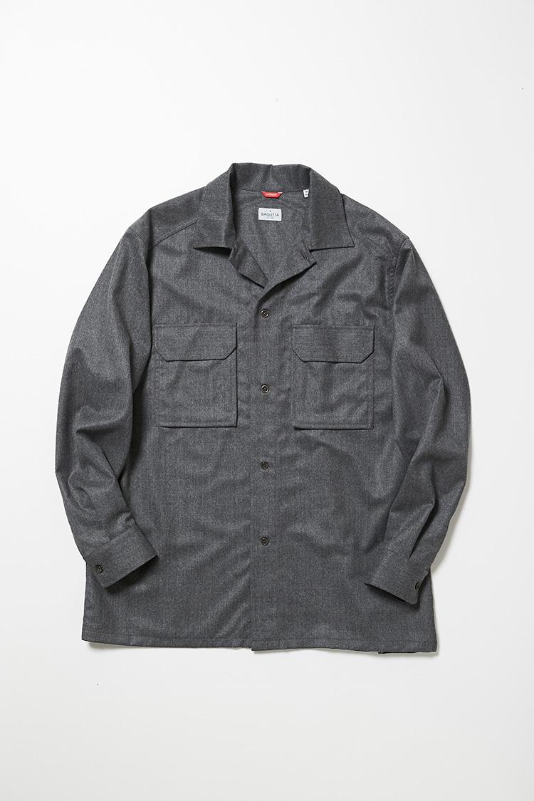 <p><strong>バグッタ</strong><br />「シャケット」はウール生地使用のシャツジャケット。程よくゆとりをもたせたシルエットに、サファリジャケット風のフラップポケットが好アクセント。シャツとジャケットの中間のテイストで汎用性が高い。3万9000円(ストラスブルゴ)</p>