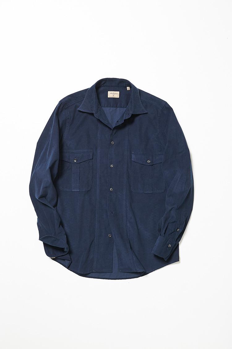 <p><strong>マテウッチィ</strong><br />昨年、チット ラグジュアリー 1939からブランド名を一新。クラシックモダンな最旬イタリアシャツが、お求めやすい価格で揃うマテウッチィ。注目素材のコーデュロイによるシャツは、上品な細畝が大人好みだ。2万円(トレメッツォ)</p>