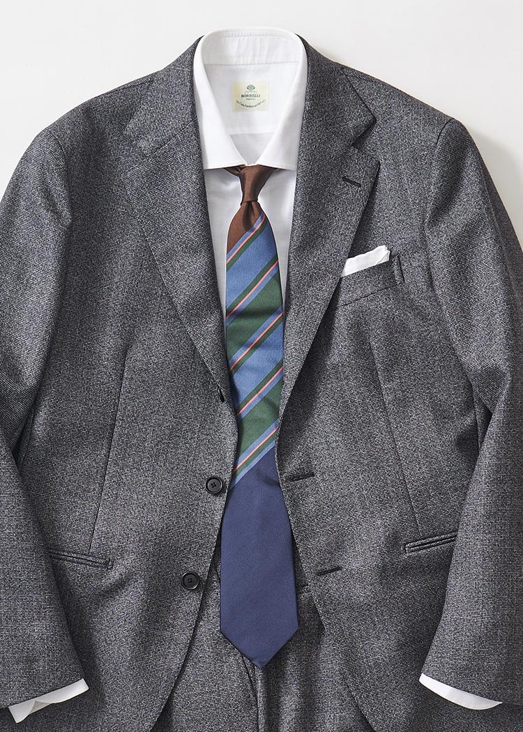 <p>上のほうにパネル柄が集中したストライプタイは、ジャケットのボタンを閉じたときにもインパクトのある胸元を表現できる。</br><small>スーツ20万3000円/デ ペトリロ(ユナイテッドアローズ 六本木ヒルズ店 TEL:03-5772-5501)、シャツ2万4000円/ボリエッロ、タイ1万6000円/フランコバッシ(以上ビームス 六本木ヒルズ TEL:03-5775-1623)</small></p>