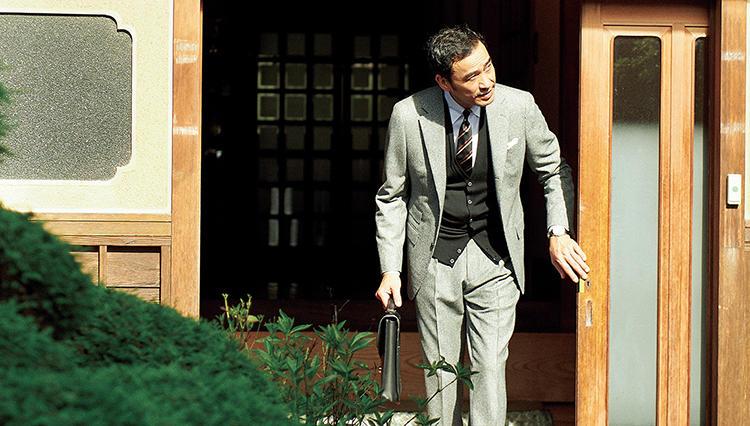 スーツに相性抜群なのは、ジョン スメドレーのこんなベスト!【月曜日のニット】