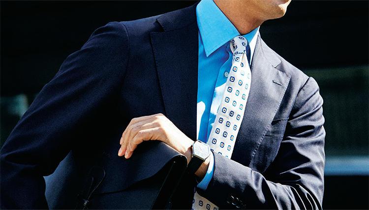 夏に涼し気に見えるネクタイは、こんな色!