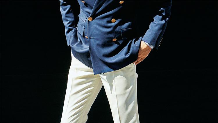 「夏の白パンツ」、仕事でエレガントに見える素材とは?
