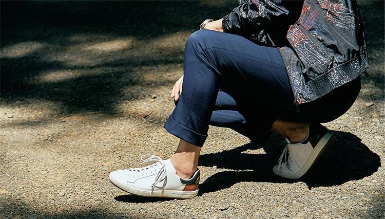 大人の休日スニーカーは「高級感/履き心地/色」がポイント