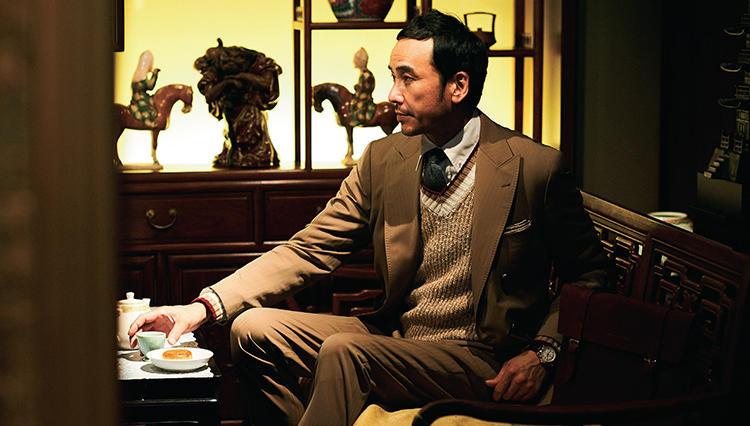 旬の「チルデンセーター」、仕事スーツで着こなすには?