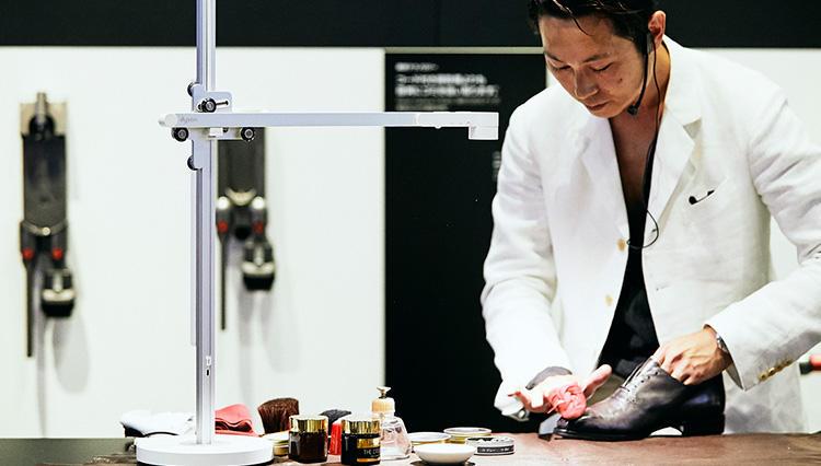 「Dyson Lightcycle」を使って、世界No.1靴磨き職人・長谷川裕也さんがシューシャインを実演!