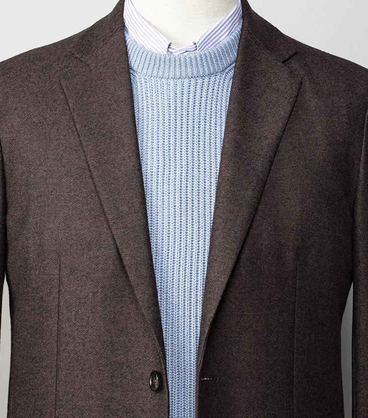 <p><strong>快適なのにきれいめに見える大人の休日服は?  </strong></br><br /> 昨日同様、シップスの新しい「ドレス コンフォートライン」のアイテムを使い、ブラウン×寒色の爽やかな配色でコーディネート。同ラインは通勤にも着られる休日服がコンセプトで、ボックスシルエットのブラウンジャケットをはじめ、サックスブルーの畦編みベストやパープルストライプのシャツに至るまで、クリーンな印象のためオンにも十分着回せる。足元はスニーカーやラバーソールのローファーでも、くだけすぎないのがこのラインの良さだ。</p> <p><small>ジャケット3万6300円、シャツ1万2700円、ニットベスト1万6300円/以上シップス</small></p>