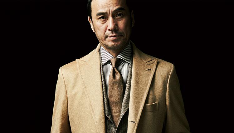 スーツの格を上げる「カシミアチェスターコート」2選