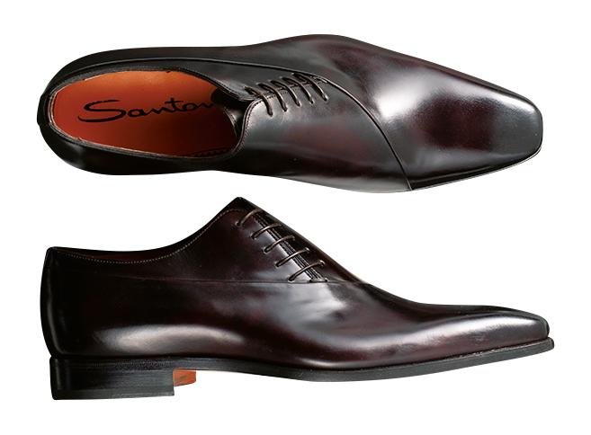 <p><strong>SANTONI / サントーニ</strong><br />曲線的な甲の切り替えと、斜めにシューレースを配したサイドレース靴。すらりと伸びたスクエアトウと、マッケイ製法による柔らかな履き心地が魅力。8万9000円(リエート)</p>