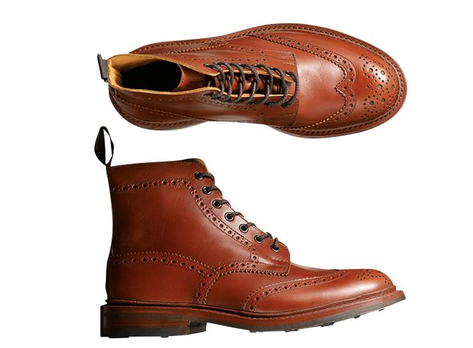 <p><strong>TRICKER'S / トリッカーズ</strong><br />ブランドを象徴するカントリーブーツ。質実剛健を極めた一足で、タフに履き倒すほど深まる武骨な味わいが魅力。独特のブラウンもここならでは。8万円(トリッカーズ青山店)</p>