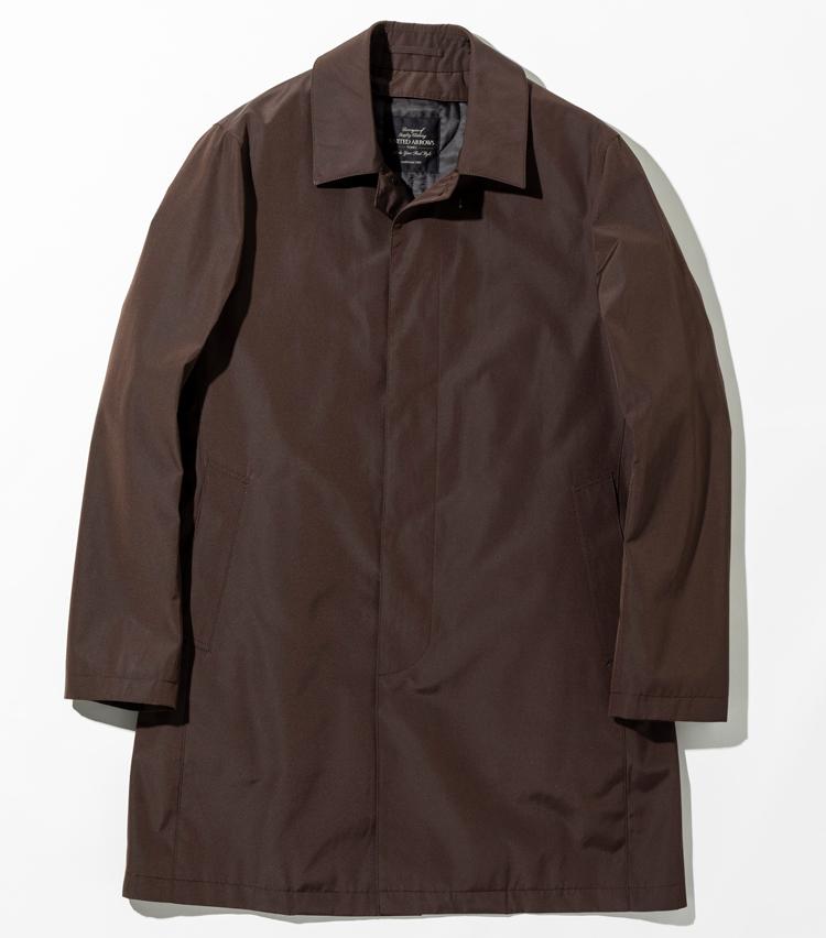 <p><strong>【人気No.3アウター】<br />ユナイテッドアローズ ステンカラーコート</strong><br /> オリジナルのコートはコットン×ポリエステル素材の肌触りのよさが持ち味。軽さ、暖かさ、柔らかさが特徴のシンサレートのライニングつきで、こちらは脱着可能だ。左右に内ポケット、ライニングに大型ポケットを備えた機能性の高さも人気につながっている。3万9000円</p>