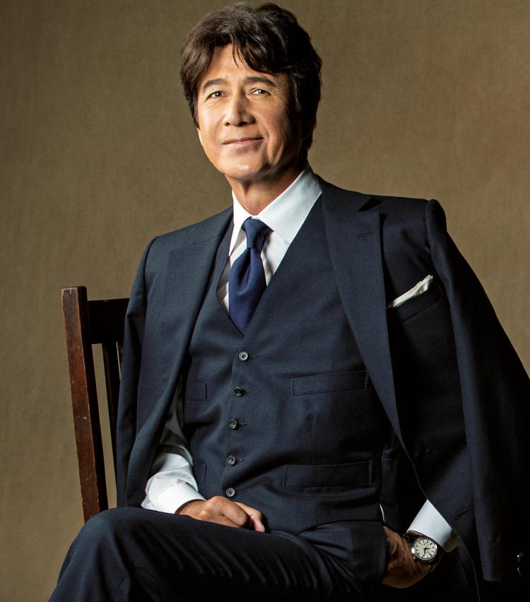 <p><strong>【俳優】<br /> 草刈正雄(くさかり まさお)</strong><br /> 1952年生まれ、福岡県出身。1970年にモデルとしてデビュー。その後も舞台やドラマ、映画で名演をこなし、映画『記憶にございません!』では政界を牛耳る官房長官役を好演するなど、幅広く活躍。</p>