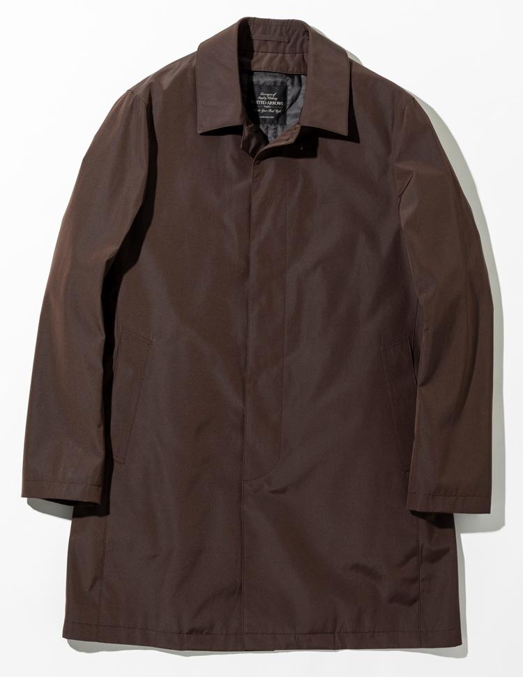 <p><strong>【人気No.3アウター】<br /> ユナイテッドアローズ ステンカラーコート</strong><br /> オリジナルのコートはコットン×ポリエステル素材の肌触りのよさが持ち味。軽さ、暖かさ、柔らかさが特徴のシンサレートのライニングつきで、こちらは脱着可能だ。左右に内ポケット、ライニングに大型ポケットを備えた機能性の高さも人気につながっている。3万9000円</p>