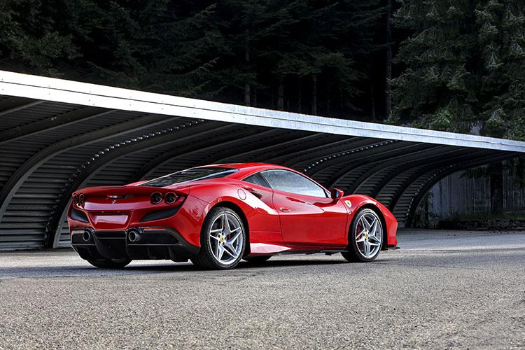<p>F8トリブートは、快適性とスポーツ性能とのバランスを高次元で両立させた、毎日乗って楽しいスーパーカーなのだった。</p>