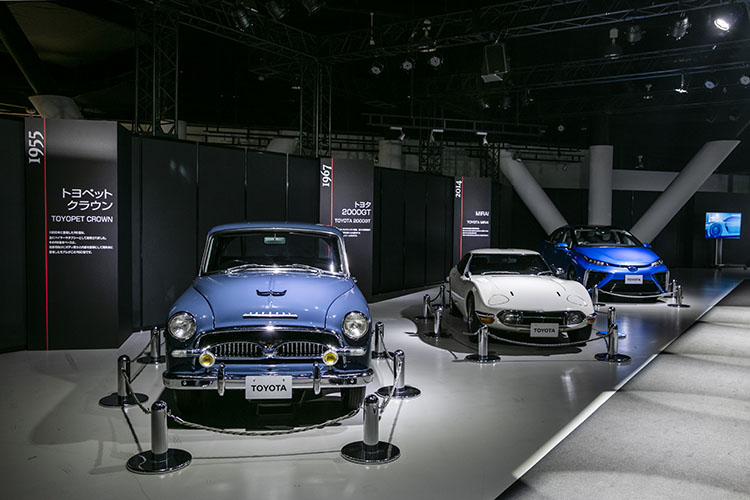 <p>新型カローラ発表イベントには、歴史あるカローラの発表会らしく2000GTを始めとするトヨタの名車がズラリ。もちろん、歴代カローラ、クラウンシリーズなど懐かしいモデルも。</p>