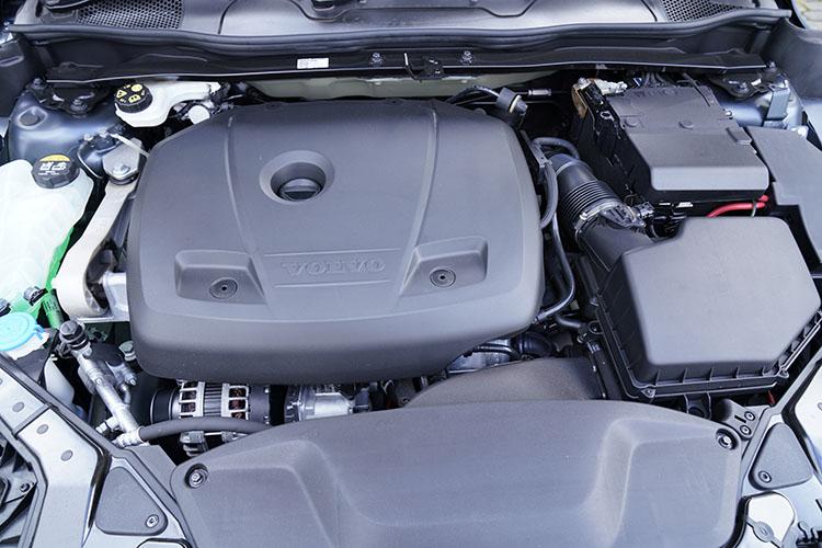 <p>V40のエンジンラインナップはガソリン1.5リッターのT2とT3、2リッター ディーゼルのD4、2リッター ガソリンのT5の4種類。燃費性能は15.9~20km/Lとこちらも優秀。</p>