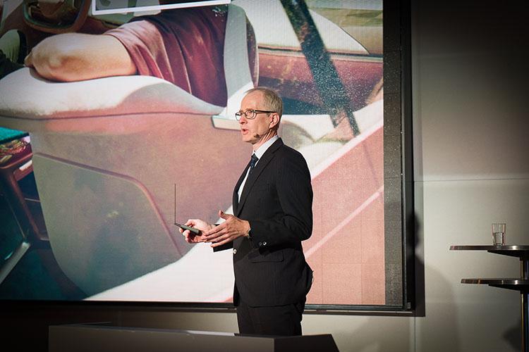 <p>当日のプレゼンテーションは、BMWデベロップメント・ジャパン本部長のルッツ・ロートハルト氏が務めた。</p>
