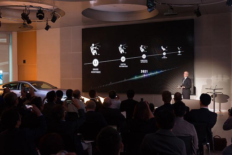 <p>BMWの自動運転実用化へ向けたロードマップ。2021年に「レベル3」相当の自動運転車を量産することを予定している。</p>