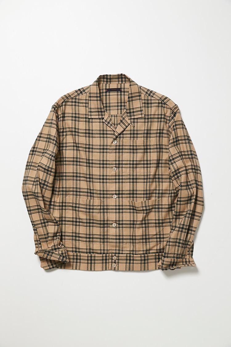 <p><strong>ザ・ジジ</strong><br />チェックのネルシャツ感覚で気楽に羽織れるが、ブルゾンのような裾処理や独自のサイドポケットのおかげで、カジュアルになりすぎない。ベージュ×グリーンと色数を抑えたところもシックで、コーディネートしやすい。4万2000円(アマン)</p>