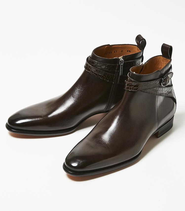<p><strong>サントーニ</strong></br>流麗なラストに、エキゾチックレザーを使った艶靴を得意とするサントーニらしさ全開のジョッパーブーツ。シャープなラストのシルエットをさらに際立たせるマッケイ製法のアッパーには、クロコのストラップが配されている。アンティーク調にムラ感をもたせ色付けられたカーフと、凹凸によりさまざまに光が踊るクロコのストラップが、実に好相性。靴というよりもはや芸術品と言った面持ち。まさに、贅沢な大人の男のための趣向品と言えそうだ。17万8000円(伊勢丹新宿店)</p>