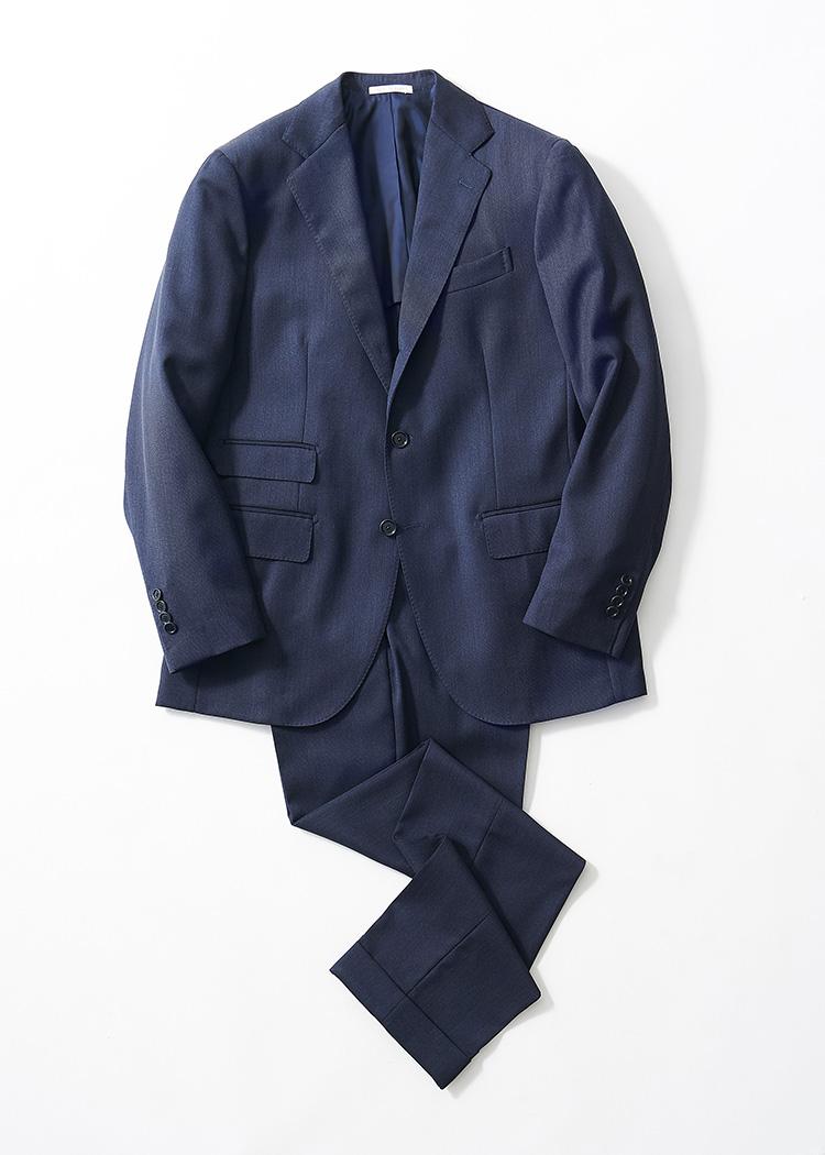 <p><strong>1.デ ペトリロのシングルスーツ</strong><br /> ナポリスタイルで仕立てる英国調のクラシックスーツ。生地にはメランジ感のあるキャバリーツイルを採用し、ヴィンテージな雰囲気を演出する。16万9000円(エディット バイ エディット TEL:03-6434-7268)</p>