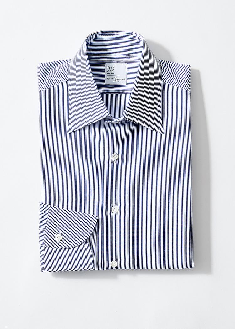 <p><strong>8.マリア サンタンジェロのストライプシャツ</strong><br /> 主張は控えめながらも凡庸にならず、清潔感やスマートな印象を与えられるピッチの狭いロンドンストライプ。セミワイドカラーも、汎用性が高い。2万4000円(グジ 東京店 TEL:03-6721-0027)</p>