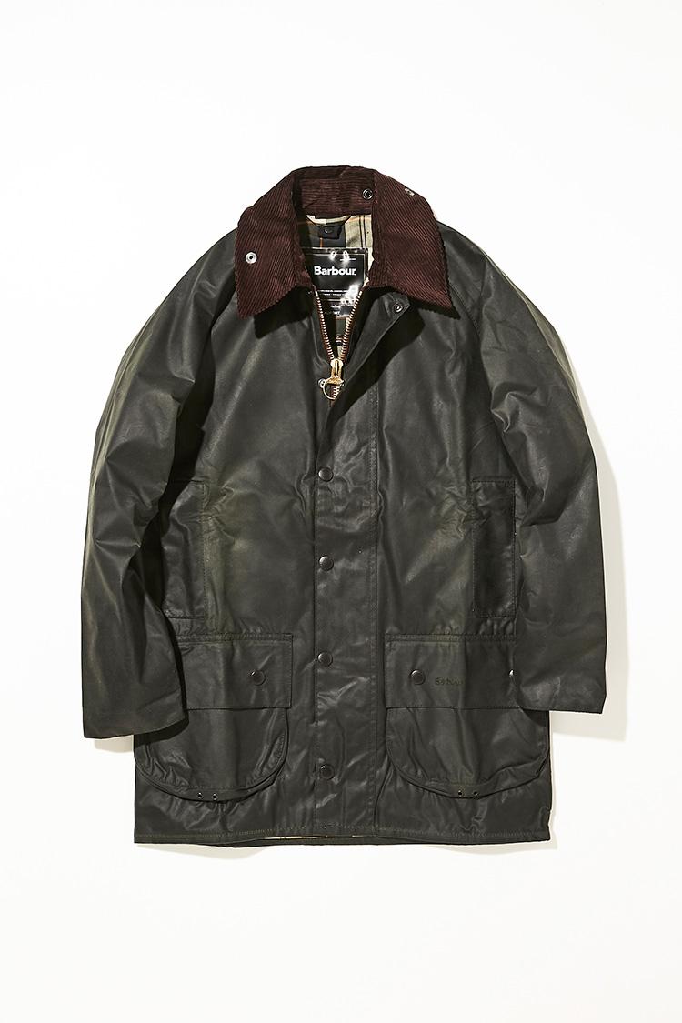 <p><strong>ビューフォート</strong></br></p> <p>ビデイルと人気を二分する名作と言えばこちらのビューフォートだ。ビデイルやや着丈が長くスーツやジャケットの上から羽織っても裾が出ない所がポイン<br /> ト。ゲームポケットと呼ばれる狩猟時に使われていたとされるポケットが特徴で、袖口はナイロンのライナーが二重になっており、マジックテープで袖口の調整が出来るようになっている。着丈がない分、ドレスやカジュアルを問わず、幅広い着こなしで使いやすく、羽織るだけで簡単にスタイルが決まるところがロングセラーの理由だ。5万5000円(バブアー渋谷店)</p>