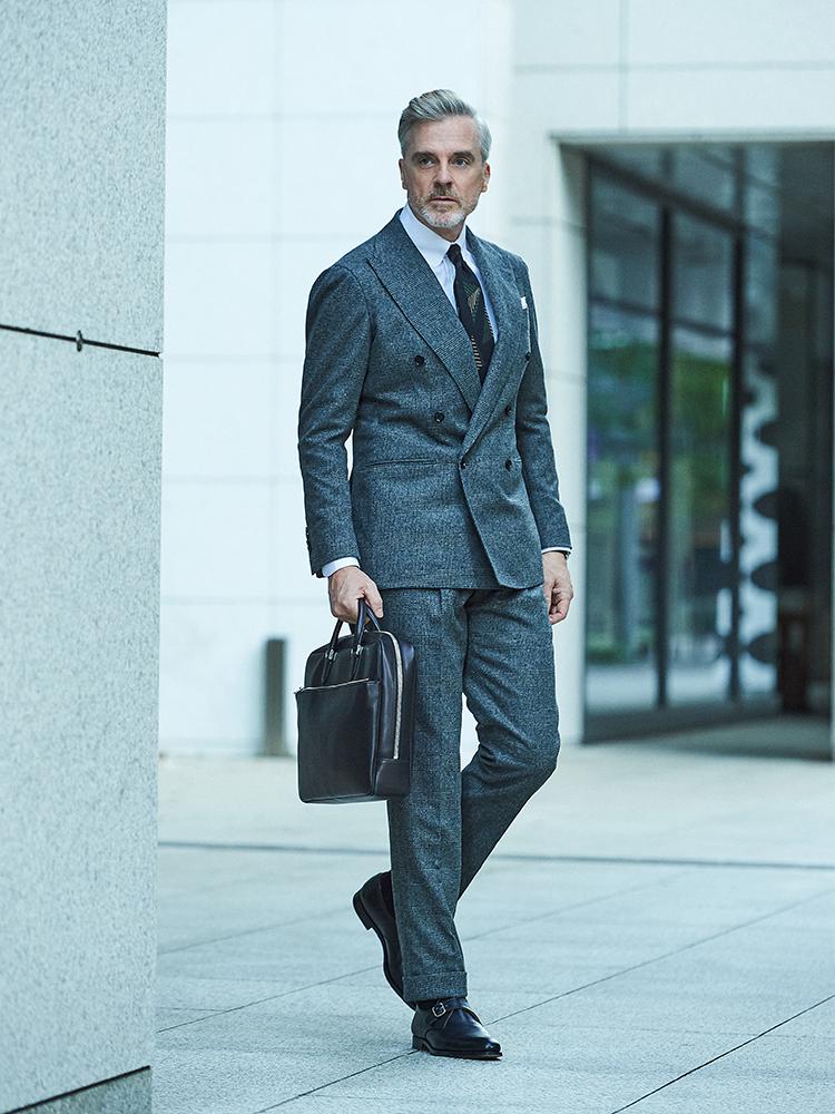 <p><strong>【BEST7】「いつものグレースーツを大人っぽく」見せるなら、こんなネクタイ!</strong></br>打ち合わせラッシュの日は、初対面の仕事相手にもきちんと感を出せる引き締まったスーツスタイルがいい。「モノトーン」な雰囲気が気分な今年の秋冬は、リングヂャケット マイスターのグレンチェックスーツが重宝する。</p> <p><a href=