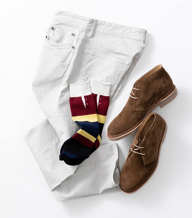 <p><strong>【Style 3】強めな柄もブーツには好適</strong><br />ラグビーシャツのようなボーダーのソックスは一見派手そうだが、ソックスが見える面積の少ないブーツに合わせるならむしろちょうどいい塩梅。普段は見えないが、歩いたときや座ったときなどにチラリと覗いて、さりげない洒落心をアピールしてくれる。ソックス2000円/グレン クライド、デニム2万9000円/シヴィリア(以上ストラスブルゴ TEL:0120-383-563) 靴5万4000円/パラブーツ(パラブーツ青山店 TEL:03-5766-6688)</p>