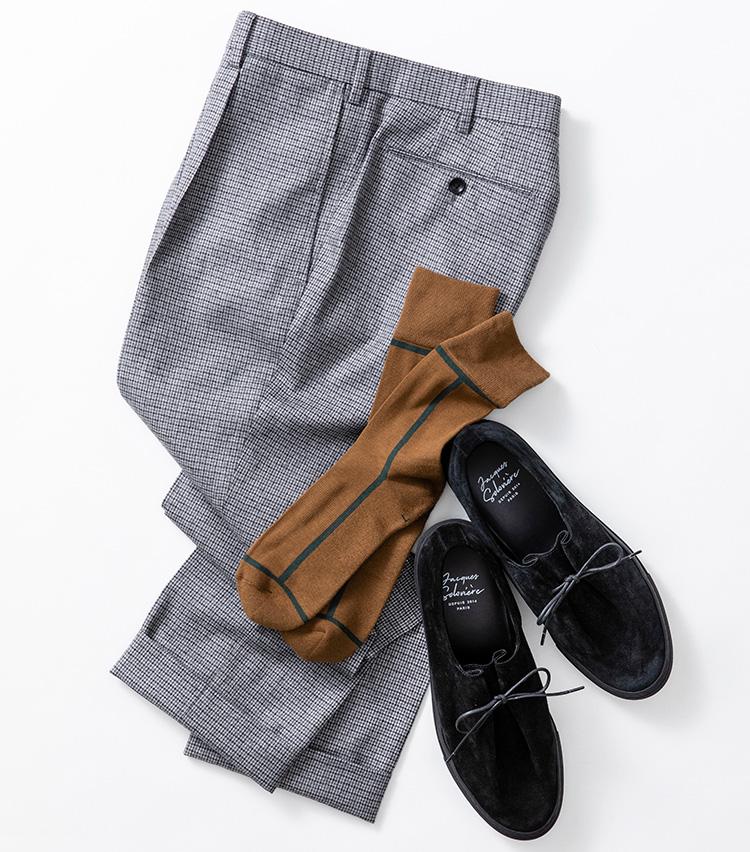 <p><strong>【Style 4】モノトーンスタイルにアクセントを</strong><br />マイクロチェックのパンツにスエード靴でモノトーンにまとめたボトムス。ストイックにネイビーの靴下などを合わせるのもいいが、こちらのようにアクセントカラーを足すとガラリと印象が変わる。ソックス1800円/シックストック(ノーデザイン TEL:03-6303-0866) パンツ1万8000円/ユナテッドアローズ(ユナイテッドアローズ 六本木ヒルズ店 TEL:03-5772-5501) 靴4万6000円/ジャック ソロヴィエール(ユナイテッドアローズ 原宿本店 TEL:03-3479-8180)</p>