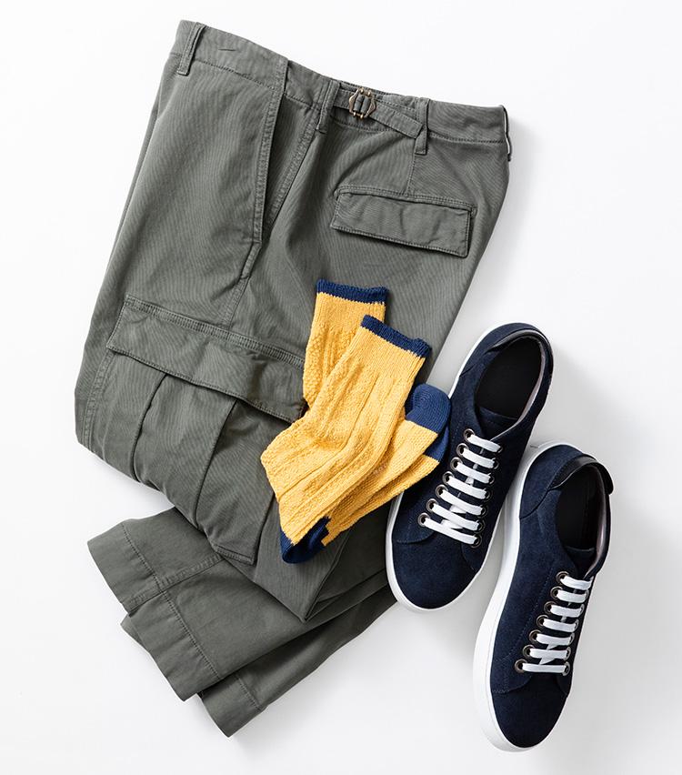 <p><strong>【Style 5】グリーンとイエローは好相性</strong><br />ミリタリーパンツに用いられるモスグリーンは黄色と相性よし。武骨さをほどよく緩和して、軽快な印象に見せてくれるのがポイントだ。スニーカーを合わせるなら、厚みのある素材のソックスを選ぶのがセオリー。ソックス1800円/ストラスルゴ(ストラスブルゴ TEL:0120-383-563) パンツ2万8000円/ベルウィッチ(ビームス 六本木ヒルズ TEL:03-5775-1623) スニーカー7万7000円/セルジオ ロッシ(セルジオ ロッシ カスタマーサービス TEL:0570-016-600)</p>