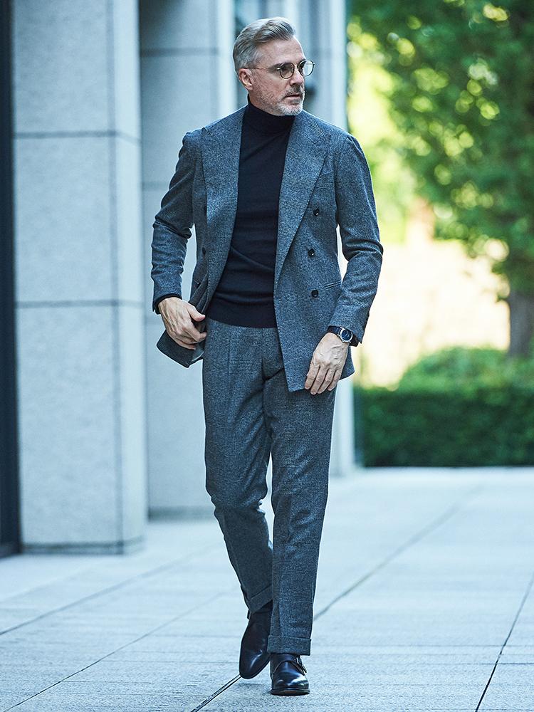 <p><strong>【BEST9】ノータイがきちんと見える「スーツにタートル」の合わせ技【胸元実例集つき】</strong></br>じっくりシャツタイのコーディネートを考える余裕がない朝に使えるのが、「スーツにタートルネック」の合わせ技。誰でも1枚は持っているであろう、黒やネイビー、グレーなどのダークトーンのタートルネックは、いつもの紺スーツやグレースーツの下に着るだけで大人っぽく見えるので便利だ。</p> <p><a href=