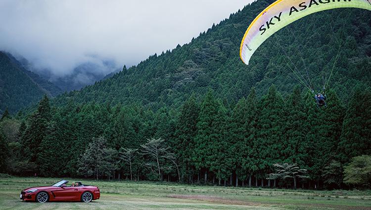 今や希少なスポーツカーBMW Z4を駆って「パラグライダー」に挑戦してきた!