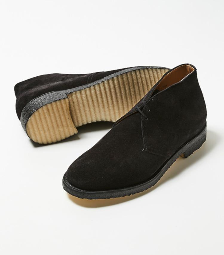 <p><strong>チャーチ</strong></br>英国カントリーの雰囲気をたっぷり感じるチャーチの入門靴に最適なライダー。カジュアルラインに多く見られるラスト「81」は、丸みがあり少しボリュームのあるトウシェイプが特徴だ。何かと靴を脱ぐ機会の多い日本において、紐を解いた瞬間に緩めることができる2アイレットが嬉しい。優れたクッション性と柔軟性が魅力で、独特の反発力を備える。グッドイヤーウェルテッド製法。6万7000円(チャーチ 表参道店)︎</p>