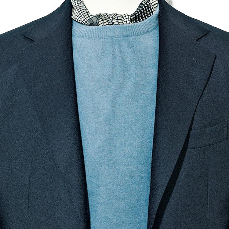 <p><strong>2位<br />ブラックスーツをフォーマル以外に洒脱に着こなすコツ【1分で出来るスーツのお洒落】</strong><br />スーツの着方が多様化してきた今、ブラックスーツをフォーマルのみに使うのはもったいない。たとえば写真のようなカラーニットを挟んで首元にスカーフを覗かせれば、洒脱なブラックスーツスタイルが完成。スーツを少しカジュアルダウンして着こなすテクをマスターすれば、休日の着こなしの幅もぐっと広がるのだ。<small>(2019年12月号掲載)</small></p>