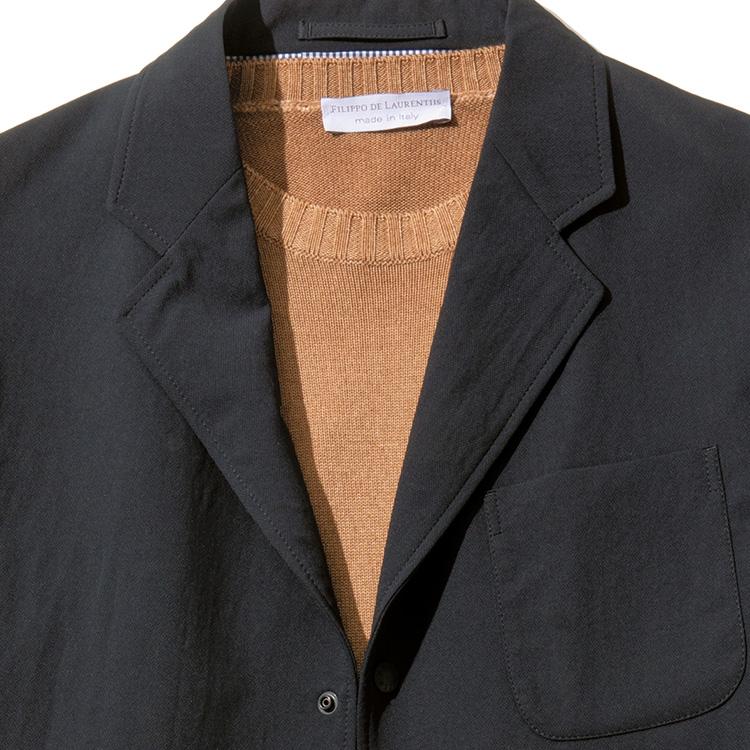 <p><strong>6位<br />休日、機能系ジャケットを大人っぽく見せたい【1分で出来るスーツのお洒落】</strong><br />ストレッチの効いた機能系ジャケットを、いかにもスポーティな雰囲気でなく、少し大人めに着こなしたいときは? 中にTシャツなどを着てしまうと、どうしてもカジュアルな印象が強くなるので、インナーをハイゲージ~ミドルゲージのクルーネックニットにしてみよう。ジャケットの色も明るめよりは黒や紺などのダークカラーを選ぶとシックな雰囲気が増す。<small>(2019年12月号掲載)</small></p>
