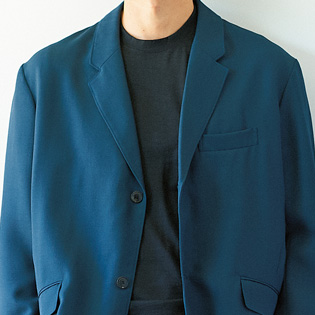 休日のスーツ、きれいめなカジュアル感を出すには?【1分で出来るスーツのお洒落】