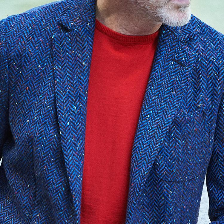 休日ジャケット、大人っぽく華やかな胸元は?【1分で出来るスーツのお洒落】